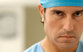 Куда подать жалобу на врача?