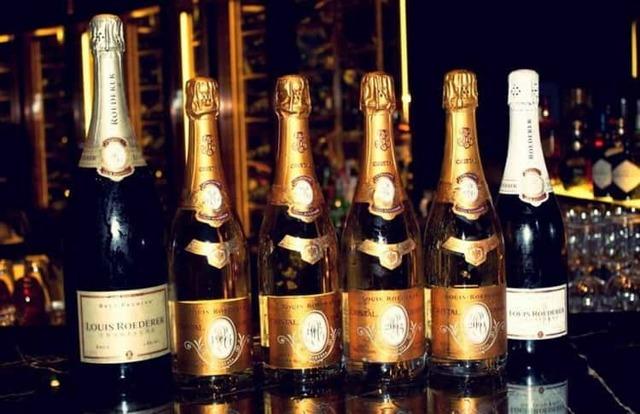 Есть ли срок годности у шампанского: сколько хранится в закрытой бутылке?