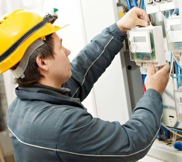 За чей счет производится замена электросчетчиков в квартире по закону?